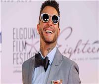 أحمد الفيشاوي يُمازح جمهوره مع انتهاء الصيف