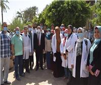 رئيس جامعة بني سويف يقود قافلة لقرية أشمنت ضمن «حياة كريمة»