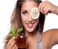 «الليمون والقرفة» وصفة طبيعية لعلاج الهالات السوداء
