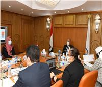 الداودي يعقد اجتماعًا للتعريف بأدوار واختصاصات المجلس الاقتصادي لمحافظة قنا