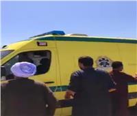 بالأسماء.. إصابة 3 أشخاص في تصادم سيارة وتريلا بقنا