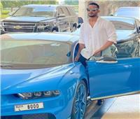 محمد رمضان بجانب سيارته: في طريقي إلى صلاة الجمعة