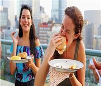 منها الشعور بالجوع الشديد.. 6 أسباب لزيادة الوزن