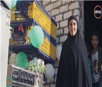إهداء سيدة مثابرة أجهزة كهربائية من «حياة كريمة»| فيديو