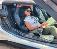 هيفاء وهبي وجلسة تصوير مع سيارتها الجديدة