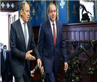 وزير الخارجية الروسي يبحث مع نظيره الجزائري العلاقات الثنائية والقضايا الإقليمية