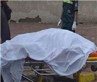 النيابة تعاين موقع العثور على جثة سيدة وطفلتيها بمنطقة 15 مايو