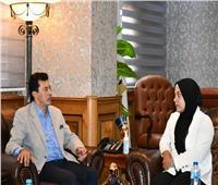 وزير الشباب والرياضة يلتقي ببطلة مصر لرفع الأثقال سارة سمير