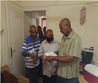 تطعيم العاملين بالجرعة الثانية من لقاح كورونا بمقر ديوان عام مجلس مدينة الأقصر