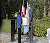 السفير الألماني بالقاهرة يسلم 7 ملايين كمامة إلى منظمة الصحة العالمية
