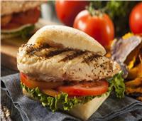 لأكل صحي.. طريقة تحضير برجر الدجاج المشوي للرجيم