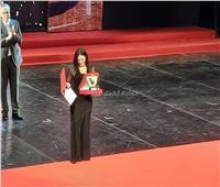 فيديو| دنيا سمير غانم باكية عقب تسلم تكريم والديها: «حبكم هو اللي مصبرنا»