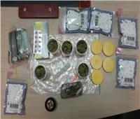 جمارك مطار القاهرة تضبط محاولة تهريب كمية من المواد والأقراص المخدرة