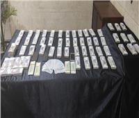 القبض على أجنبيين يتاجران في العملة بالسوق السوداء