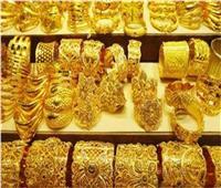 الذهب يواصل الهبوط مع صعود الدولار وعوائد السندات تحد من الإقبال عليه