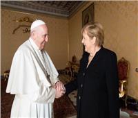 ميركل تبحث مع البابا فرانسيس قضية الاعتداءات على الأطفال