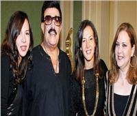محبو سمير غانم ودلال عبد العزيز يقرأون الفاتحة لهما بمقابر العائلة