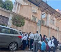 طلاب مدارس المنيا يتبعون الإجراءات الوقائية في أول أيام الدراسة
