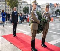 السفير المصري في بودابست يُقدم أوراق اعتماده إلى رئيس المجر