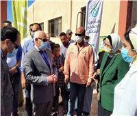 محافظ بورسعيد يشهد انطلاق القافلة الطبية لليوم الثالث بالمثلث المعدوم