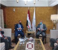بعد شائعة إصابته بكورونا.. وزير النقل يستقبل نظيره اليمني