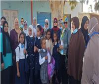 المرحلة الثانية من حملة طرق الأبواب «المرأة المصرية صانعة السلام» في قرية الروضة