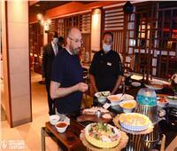 حسام المندوه يتفقد المطعم المخصص للزمالك بفندق الإقامة في كينيا