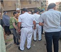 بالصور| أهالي مدينة طنطا يسلمون لص أغطية البالوعات للشرطة