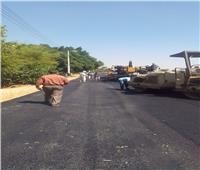 رصف الطريق الدائري لقرية «النواورة» بأسيوط