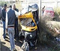 بالأسماء.. إصابة 4 أشخاص في حادث انقلاب توكتوك بالمنيا