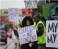 موظفون في «بوينج» يحتجون ضد إلزامية التطعيم بلقاح «كوفيد-19»