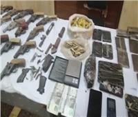 سقوط 85 تاجر مخدرات وأسلحة نارية في حملة أمنية بالجيزة