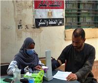 محافظ أسوان يتابع جهود القوافل الطبية المجانية بقرى «حياة كريمة»