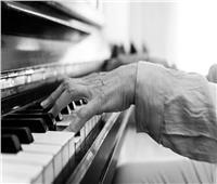 مدرس أزهري يلعب البيانو .. عقاب مشدد من شيخ الأزهر