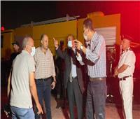 محافظ الإسماعيلية يتابع جهود الحماية المدنية في السيطرة على حريق شب بـ«مصنع»