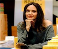 «أنجيلينا جولي» تكشف عن رسالة كتابها الجديد   صور