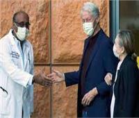 بيل كلينتون يخرج من المستشفى بعد قضاء 5 أيام لإصابته بعدوى في مجرى الدم