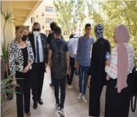 رئيس جامعة حلوان يحث الطلاب على ممارسة الأنشطة بجانب الدراسة