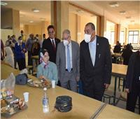 رئيس جامعة حلوان يتفقد المطعم المركزى للمدينة الجامعية ويتناول الغداء مع طلاب