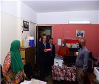 جامعة سوهاجتوزع الحلوى على العاملين في ذكرى المولد النبوي