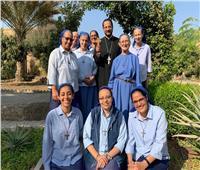 الأنبا باخوم يلتقي براهبات أخوات يسوع الصغيرات بالمقطم