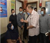 محافظ أسيوط يتابع تطعيم المواطنين بلقاح كورونا بالمركز الحضري بالوليدية