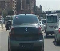 تداولتها مواقع التواصل الاجتماعي.. ضبط سيارتين تحملان لوحات معدنية مخالفة