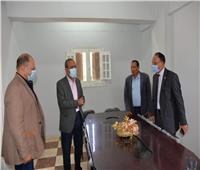 محافظ الإسماعيلية في زيارة مفاجئة للوحدة المحلية لقرية عين غصين