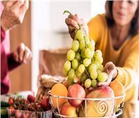 لهذه الأسباب.. لا تتناول الفاكهة بعد الطعام مباشرة