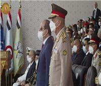 الرئيس السيسي ووزير الدفاع يقفان لطابور العرض لطلاب الكليات العسكرية