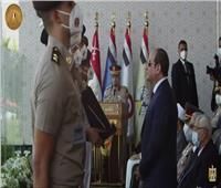 السيسي يتسلم درع الجامعات المصرية في حفل تخريج دفعات الكليات العسكرية