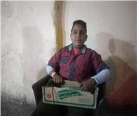 حكايات| «نفسي أشوف واتعلم».. طفل كفيف يبيع الحلوى في قطارات الصعيد