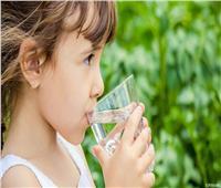 شرب الماء البارد في الشتاء قبل الخروج يحمي من نزلات البرد| فيديو