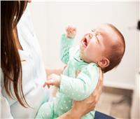 أسباب خلع الكتف عند الرضع.. وطرق علاجه